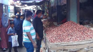 Photo of রাজবাড়ীতে একদিনেই পেঁয়াজের কেজিতে ২০ টাকা দাম বৃদ্ধি
